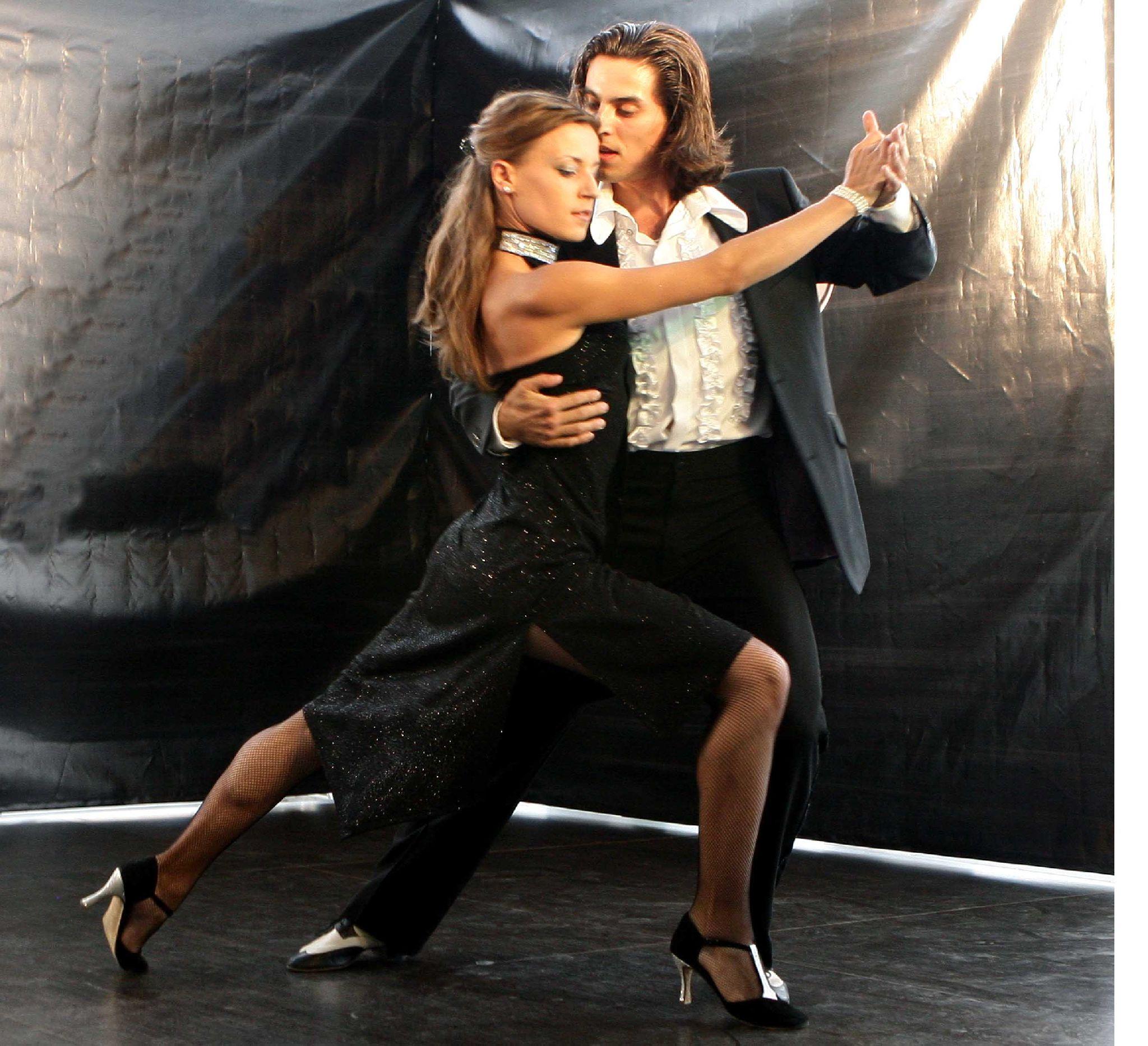 Танцует и отдается 5 фотография